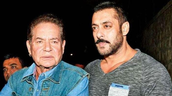 Salman Khan singing with father Salim Khan is sweeping hearts away
