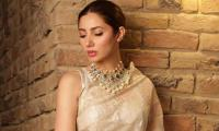 Mahira Khan impresses with her elegance yet again, leaves fans spell-bound