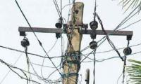 KE briefs Karachi authorities on dangers of internet, TV cables on poles