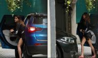 Sara Ali Khan spotted outside beau Kartik Aaryan's house