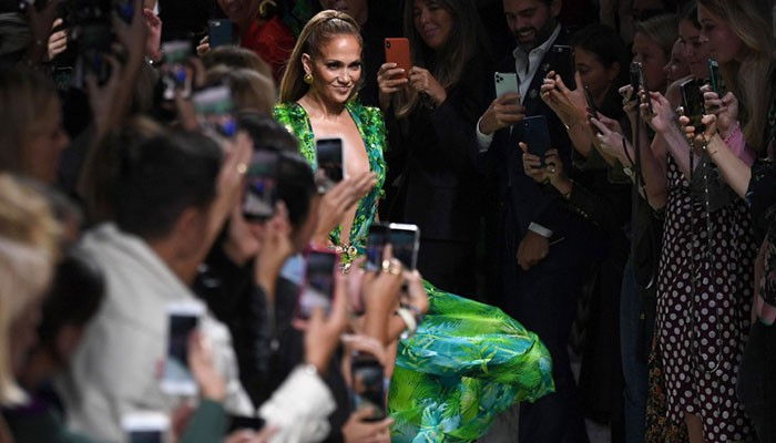 Jennifer Lopez is Versace guest star in Milan