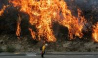Firefighters battle southern California blazes