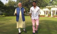 Akshay Kumar receives flak on social media over pro-Modi tweet