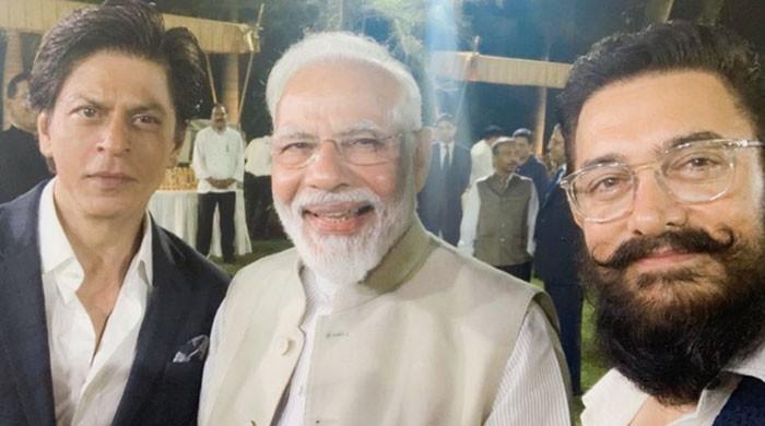 Aamir Khan, Shahrukh Khan leave netizens fuming for supporting Modi's initiative