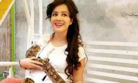 Rabi Pirzada ignites controversy with yet another perplexing photo on Twitter