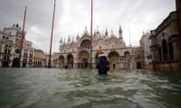 St Mark´s closed as sea again threatens Venice, rain lashes Italy