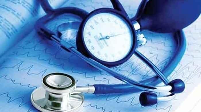 Early cholesterol treatment lowers heart disease risk: study