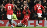 Manchester United inflict first Spurs defeat for Jose Mourinho, Leicester up to second