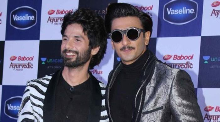Ranveer Singh kisses Shahid Kapoor, putting an end to feud rumours