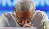 Video: Indian PM Modi stumbles and falls on steps