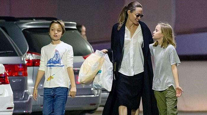 Angelina Jolie takes kids out for last-minute Christmas shopping, Brad Pitt gives it a miss? - The News International