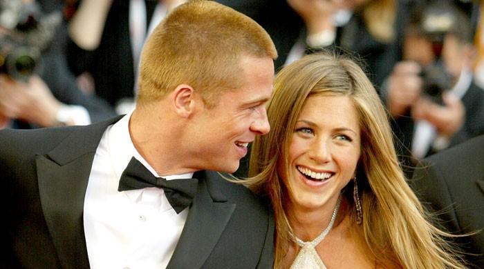 Jennifer Aniston, Brad Pitt getting close, have a 'flirtatious relationship - The News International