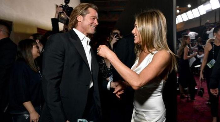 Jennifer Aniston, Brad Pitt embrace each other as they finally reunite at SAG Awards - The News International