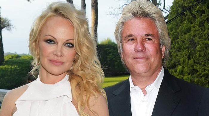 Pamela Anderson weds for fifth time to Batman producer Jon Peters - The News International