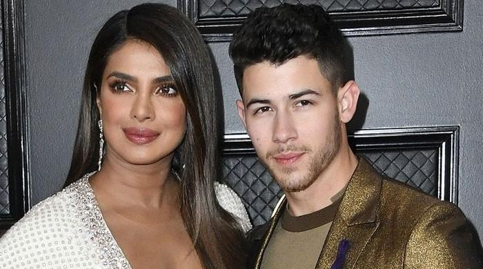 Priyanka Chopra, Nick Jonas steal limelight on the Grammys 2020 red carpet - The News International