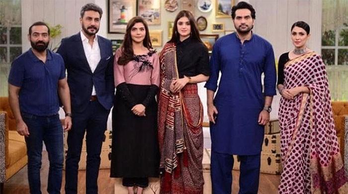 Adnan Siddiqui shares adorable photo with Ayeza Khan, Humayun Saeed, Hira Mani
