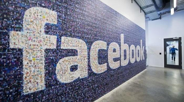 Intel, Facebook drop out of key mobile fair over virus fears