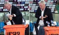 PSL 2020: Dean Jones wins hearts for post-match trash pick-up
