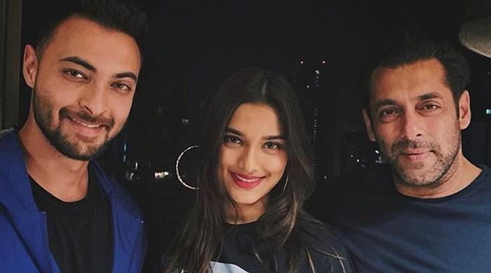 Salman Khan, Saiee Manjrekar and Aayush's throwback photo wins hearts