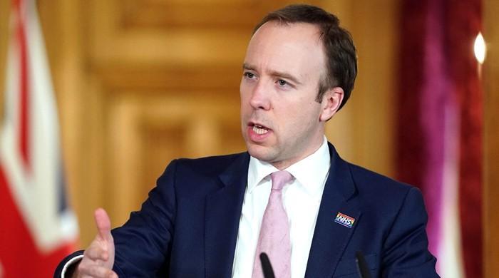 UK govt warns of tougher measures on social distancing