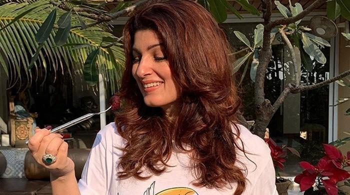 Twinkle Khanna treats fans with �Maa Ke Haath Ka Khana - The News International