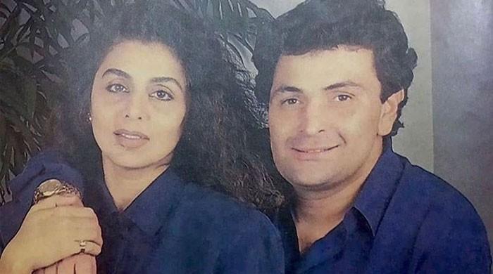 Neetu Kapoor shares loved-up throwback photo with Rishi Kapoor - The News International