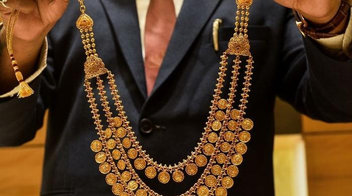 Gold rates surge Rs1,600 a tola in Pakistan