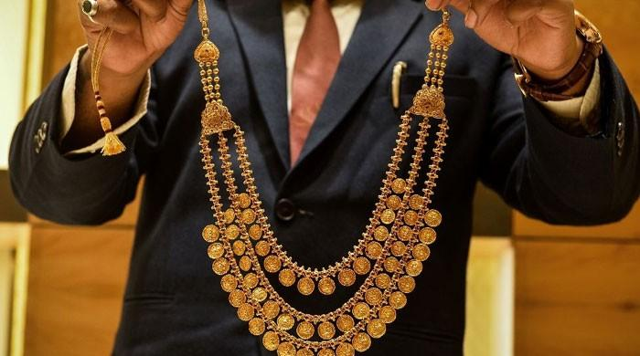 Gold prices in Pakistan shoot up to Rs122,750 per tola