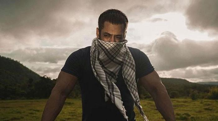 Salman Khan wishes his fans 'Eid Mubarak' in his own style