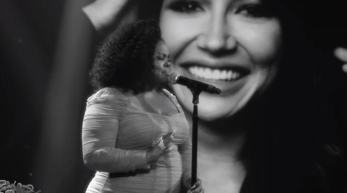 Amber Riley remembers Naya Rivera through powerful performance of 'A Moment'