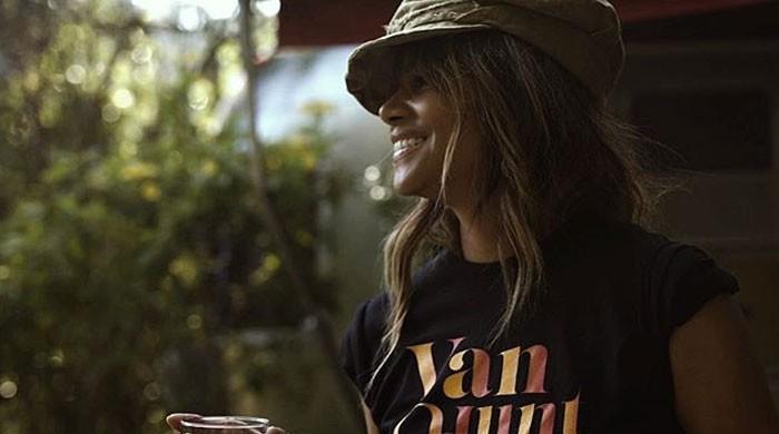 'James Bond star Halle Berry seemingly confirms her romance with singer Van Hunt - The News International