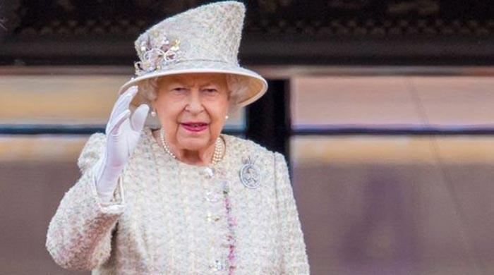 Queen Elizabeth sends shockwaves across palace over major health concerns: Keep her safe! - The News International