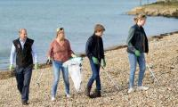 Sophie, Prince Edward and children help clean beach in Portsmouth