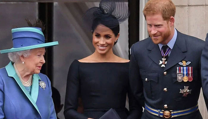 meghan markle prince harry unlikely to join queen for remembrance sunday service at cenotaph meghan markle prince harry unlikely to