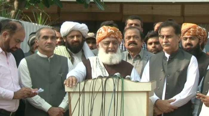Ayaz Sadiq 'Abi Nandan is with Bayan'