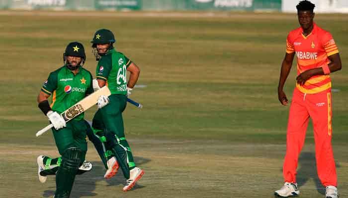 Zimbabwe beat Pakistan in thrilling super over