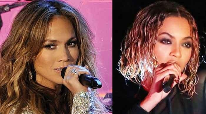 Jennifer Lopez slammed for copying Beyonce at American Music Awards