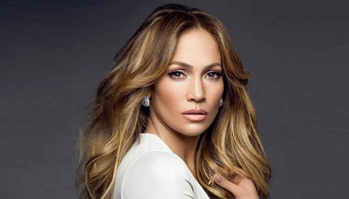 It's practically unbelievable how Jeniffer Lopez is 52, but she barely looks like she has aged in the past 20 years.