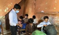 Govt official's unique method to seal children's school wins the internet