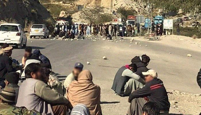 Gunmen Kill 11 Minority Shiite Coal Miners in Pakistan's Baluchistan Province