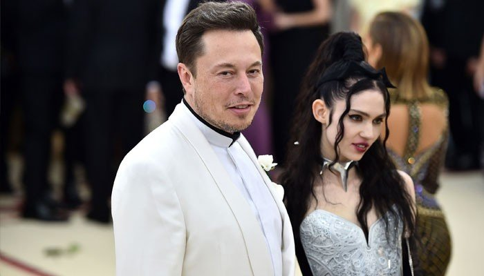 Elon Musks girlfriend Grimes is having a trippy COVID-19 experience