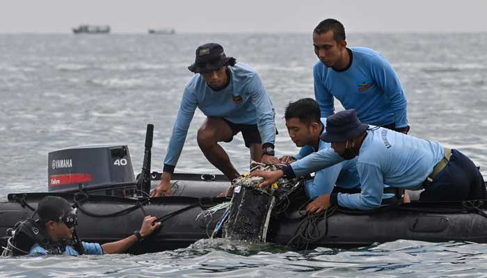 Crashed Indonesian plane's black box recorders located thumbnail