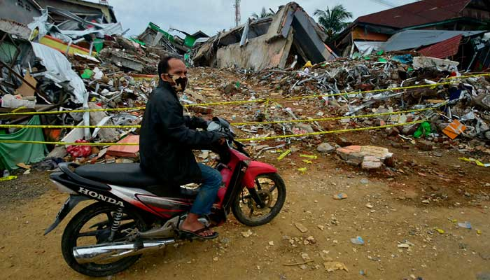 Death toll after Indonesia's earthquake climbs to 73 thumbnail