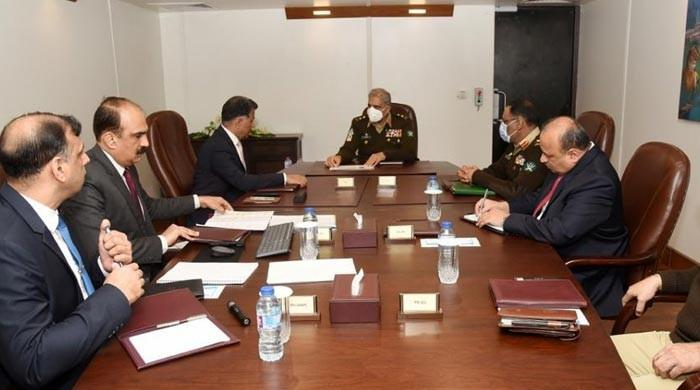 The Army Chief briefed on the security situation during his visit to ISI Headquarters