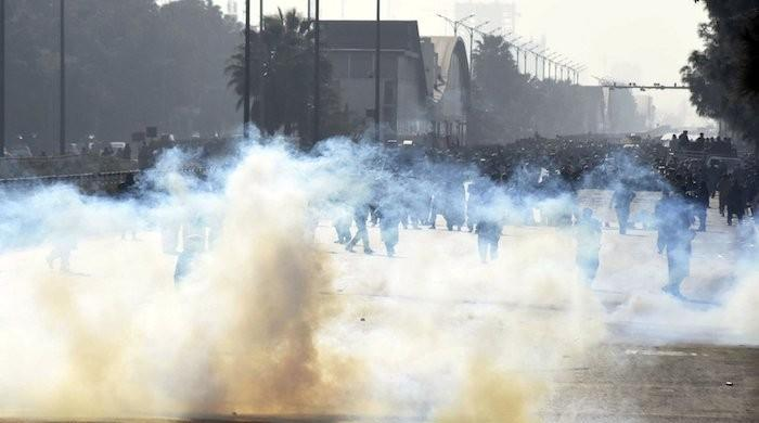 Police clash with protesters in Islamabad's red zone, police ready to raise salaries