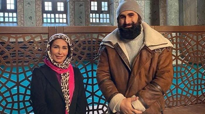 Video: Reema Khan, 'Ertugrul' star Celal AL sing 'Dil Dil Pakistan'