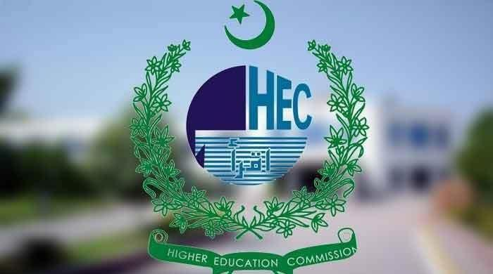 The HEC says there is a regular 5-day attendance rule for schools only