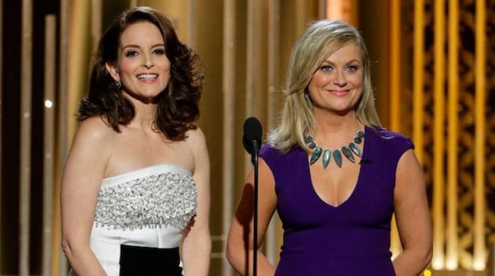 Tina Fey and Amy Poehler will steer clear of politics while hosting Golden Globes