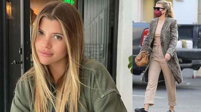 Sofia Richie stuns onlookers as she steps out with pals in stylish outfit - The News International
