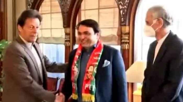 Senator-elect Abdul Qadir joins PTI, restores confidence in PM Imran Khan